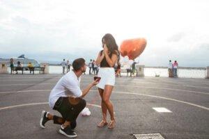 Come organnizare una proposta di matrimonio in ginocchio